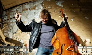 Knut Erik spiller plays
